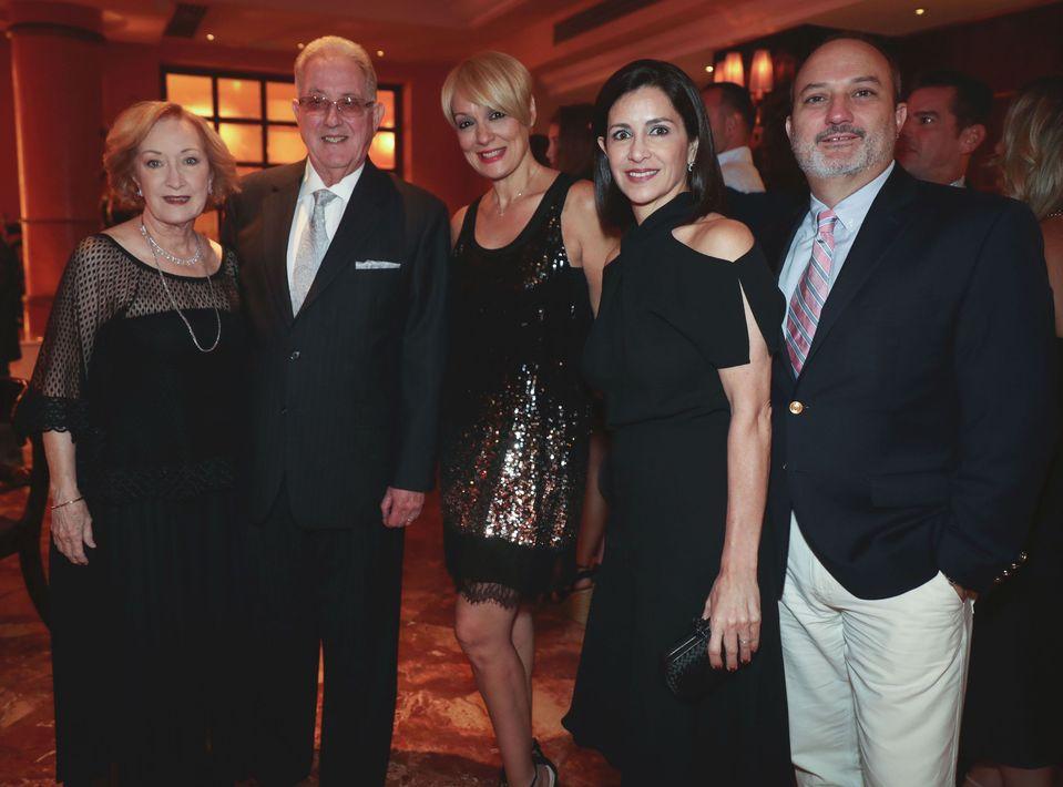 Misi y Rafael Álvarez, Brenda Pizarro, Barbie y José Arturo Álvarez. Foto suministrada
