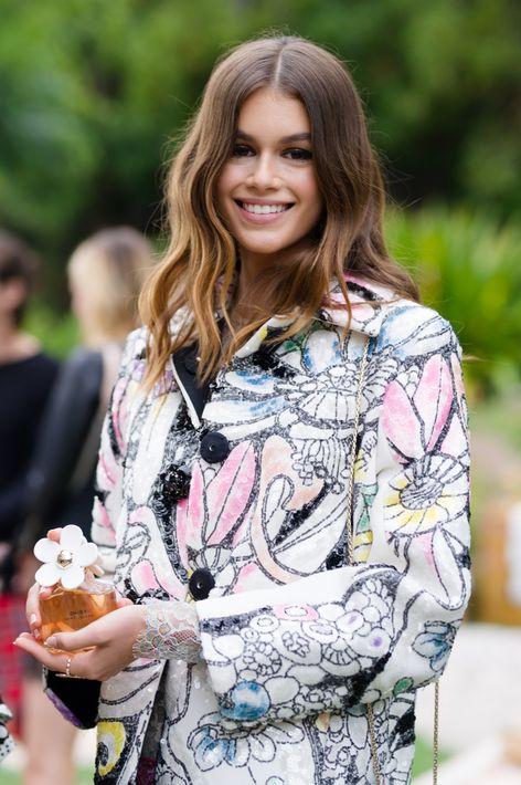 "Kaia Gerber muestra el perfume ""Daisy"" de Marc Jacobs."