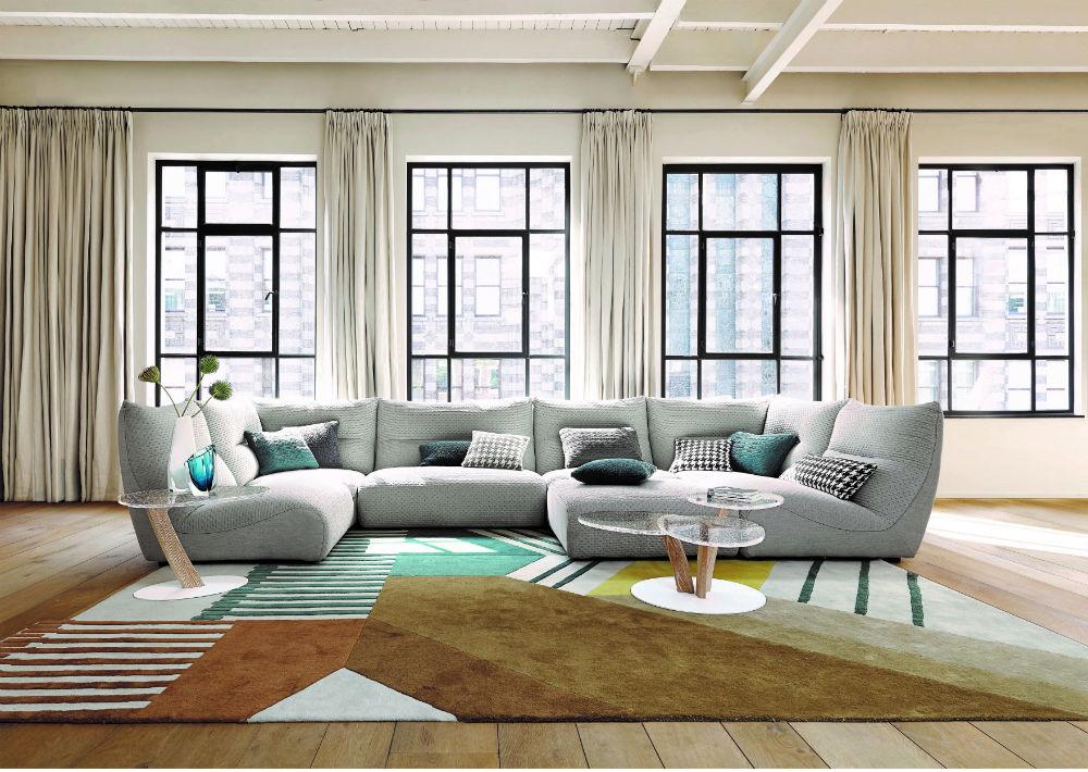 Sala con sofá modular Temps Calme de Roche Bobois. (Suministrada)