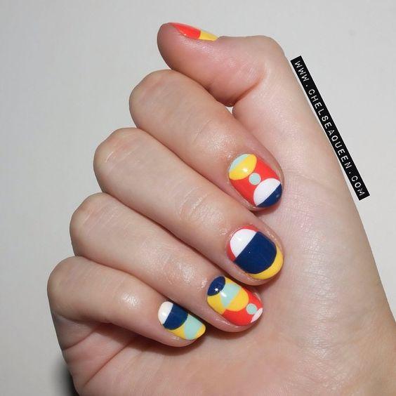Uñas inspiradas en el pintor holandés Piet Mondrian.