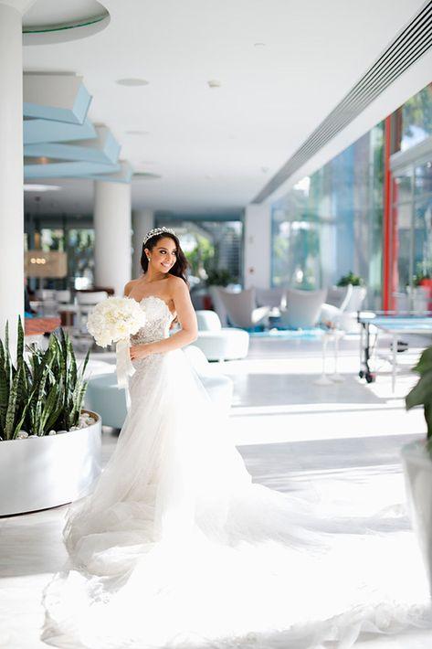 Vestido de la novia: D'Royal Bride. Arreglo personal: Javier Moreno.