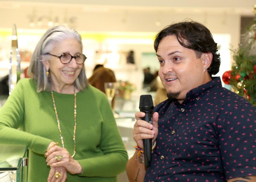 Marie Helene Reinhold, quien personalmente se encarga de elegir el tema del Holiday Book anualmente y el fotógrafo Xavier García.  (Foto Suministrada)