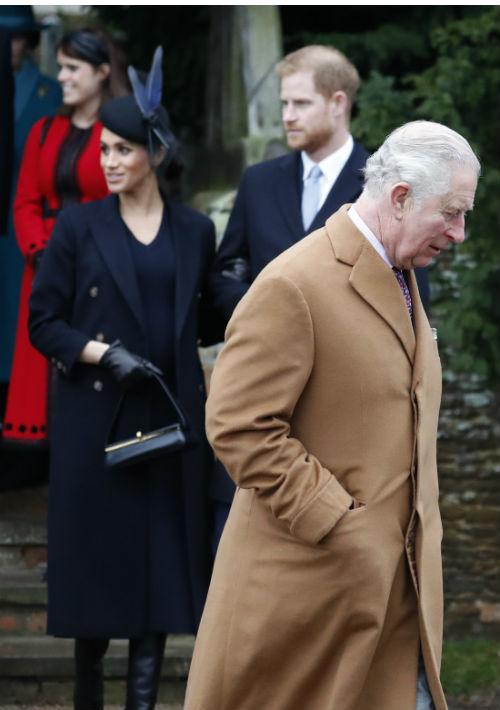 En las fotos publicadas también se observa al príncipe Charles acompañando a los miembros de la familia real. (AP)