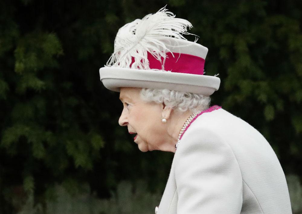 Como cada año, las cadenas emitieron el discurso de la reina, de 92 años. (AP)