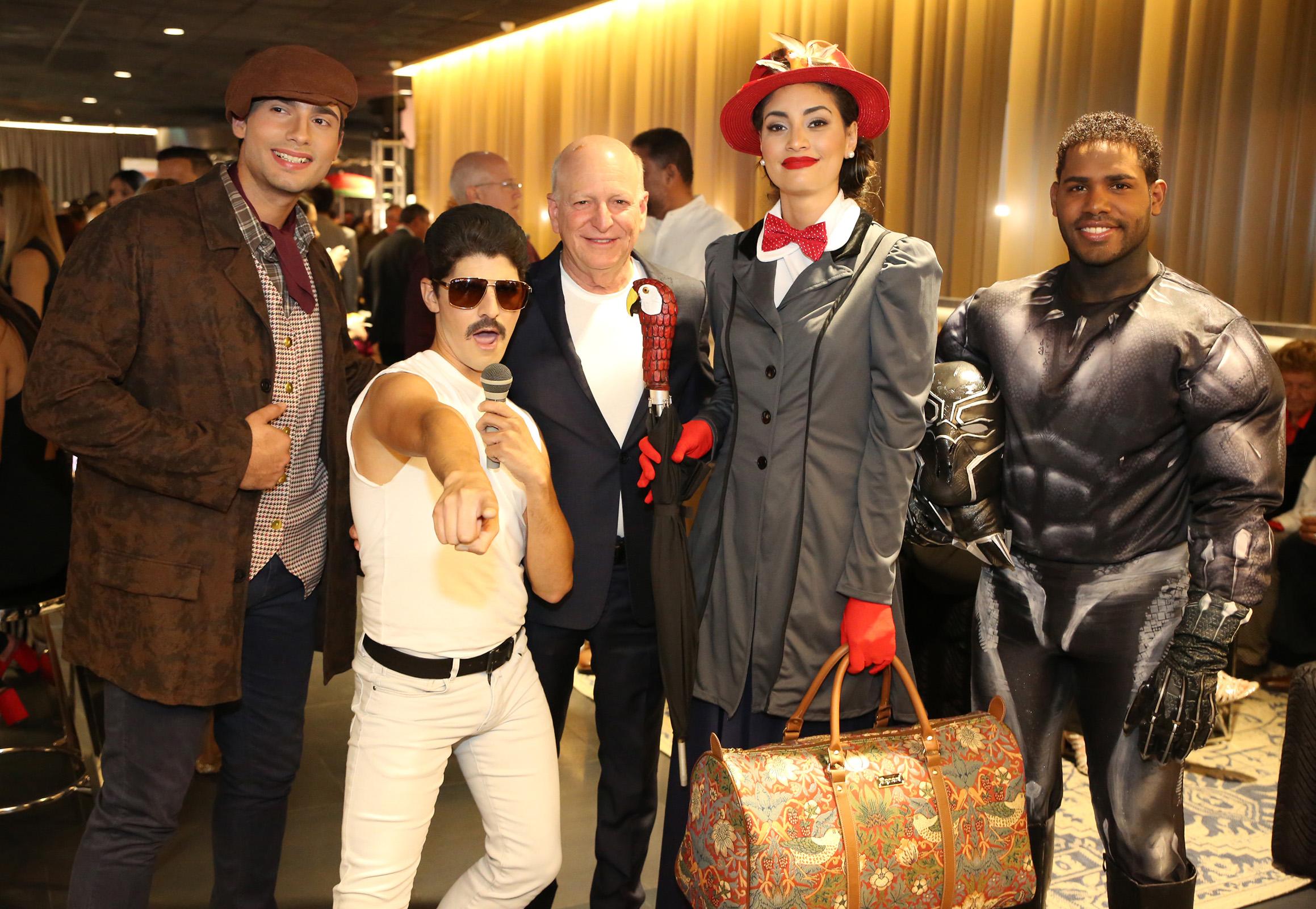 Personajes de películas como Bohemian Rhapsody, Mary Poppins, y Black Panther se paseaban entre los asistentes. (José R. Pérez Centeno)