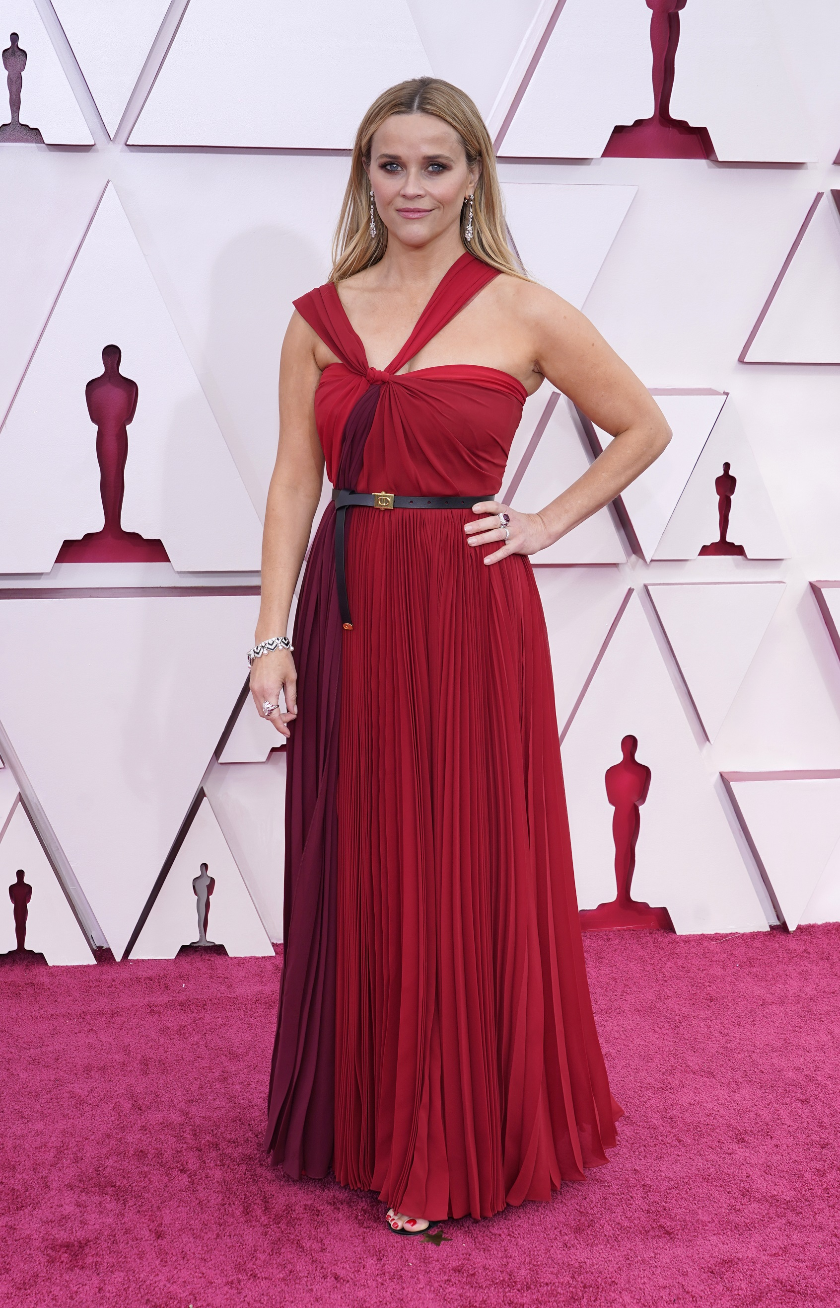 La actriz y productora Reese Witherspoon en Dior. (AP)