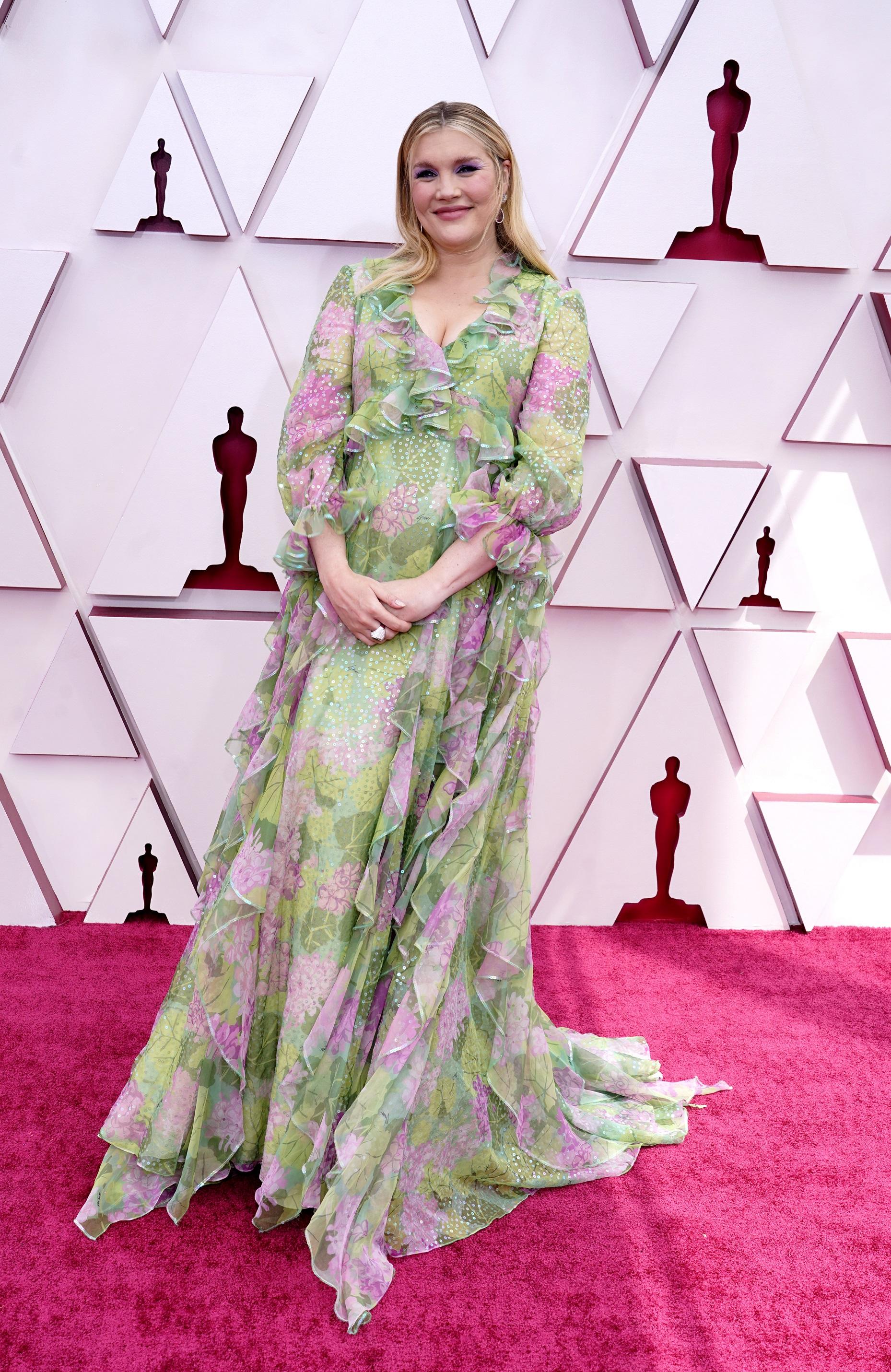"La directora Emerald Fennel de la película ""Promising Young Woman"" en Gucci. (AP)"