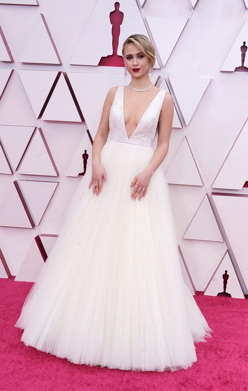 "Maria Bakalova de la película  ""Borat: Subsequent Movie Film"" en Louis Vuitton. (AP)"