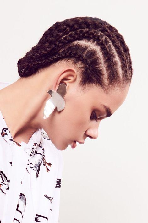 Las trenzas bien pegadas al cuero cabelludo son, definitivamente, una de las tendencias más fuertes en recogidos. Hasta en las propuestas de Oscar de la Renta se vieron. (Foto: WGSN)