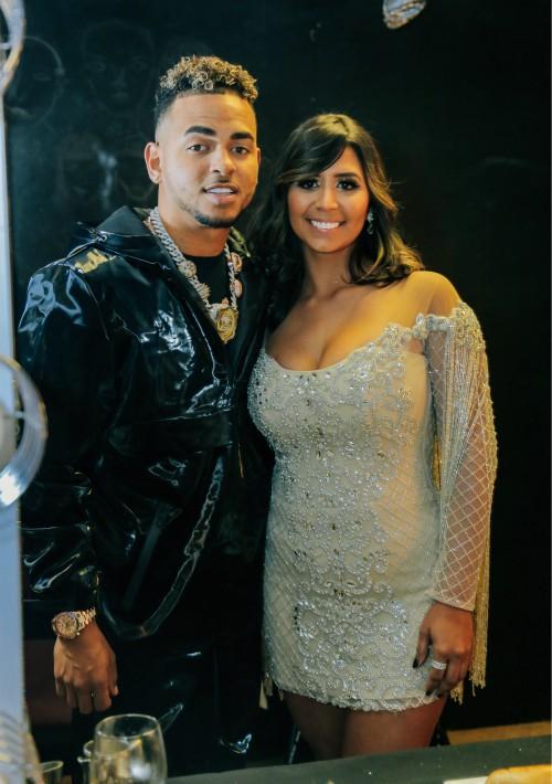 El cantante Ozuna fue el artista más nominado de la noche y estuvo acompañado a la ceremonia por su esposa, Taina Marie Meléndez. (Suministrada)