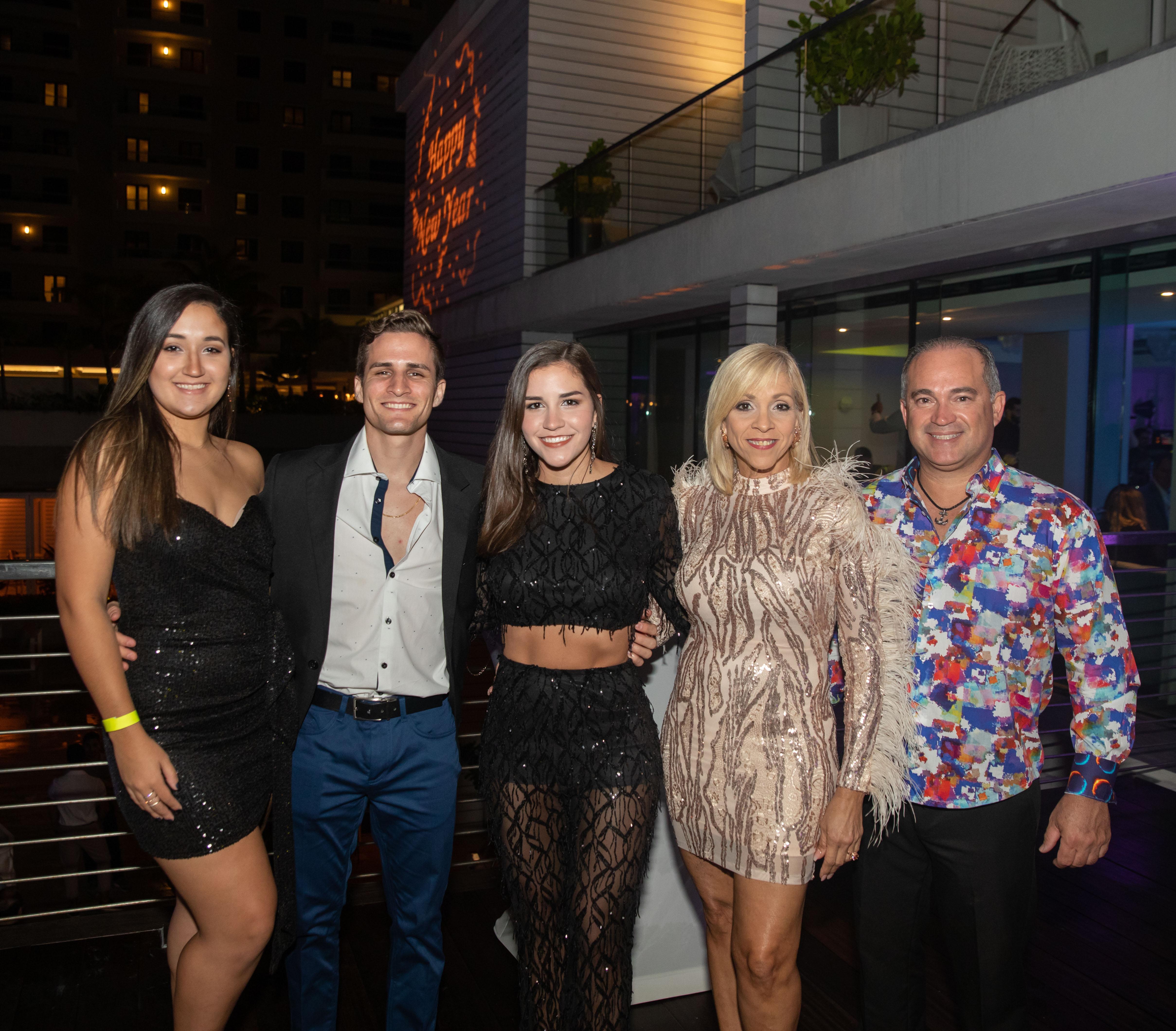 Pamela Cancel, Kevin Ceballos, Krystell Ceballos, Elaine Alvarez y Xavier Torres. (Suministrada)