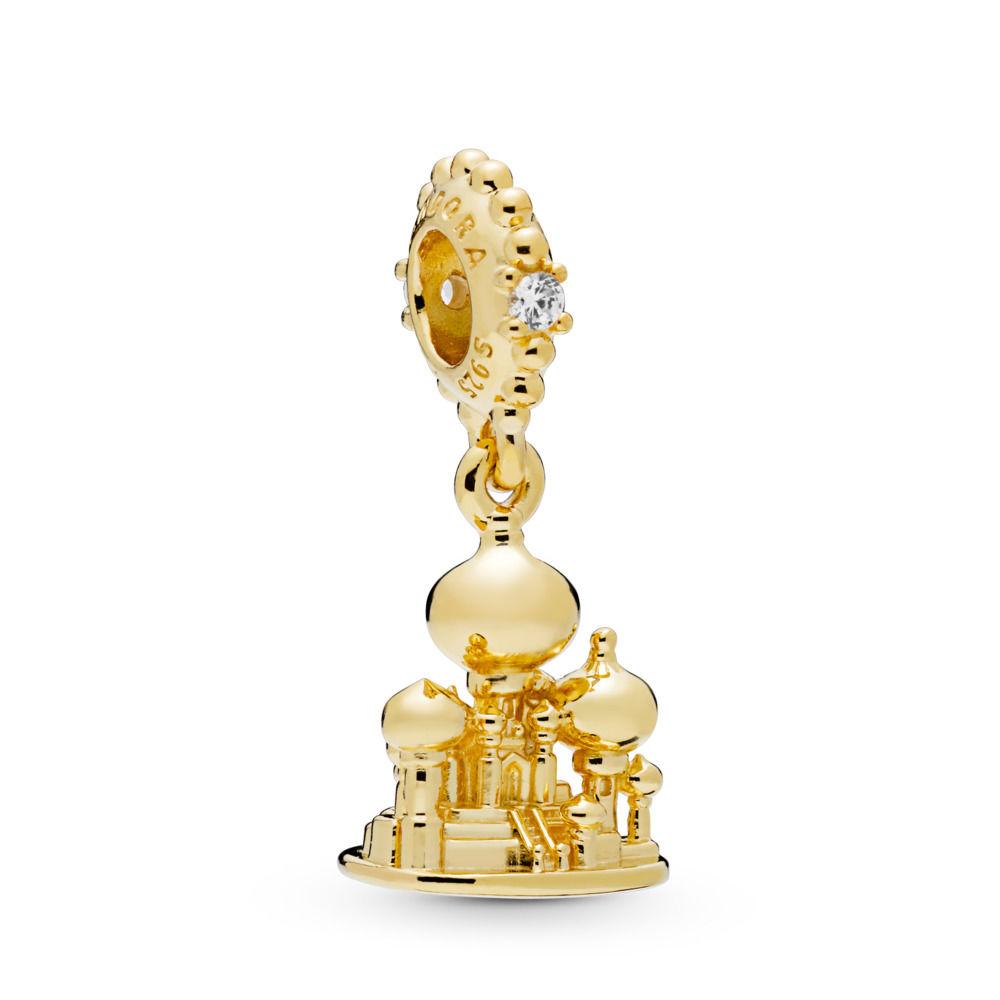 """Tanto la princesa Jasmine como Aladdin han sido inspiración para los nuevos """"charms"""" de Pandora. Las piezas en dorado o plateado pueden unirse para crear una nueva pulsera llena de fantasía o integrarse a alguna colección que ya tengas. (Suministrada)"""