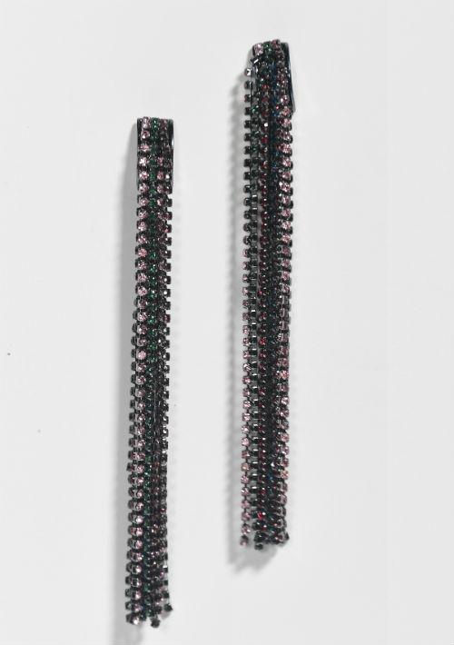 """Pantallas largas con """"rhinestones"""", $29.50, de Macy's. (Foto: Gerald López-Cepero)"""