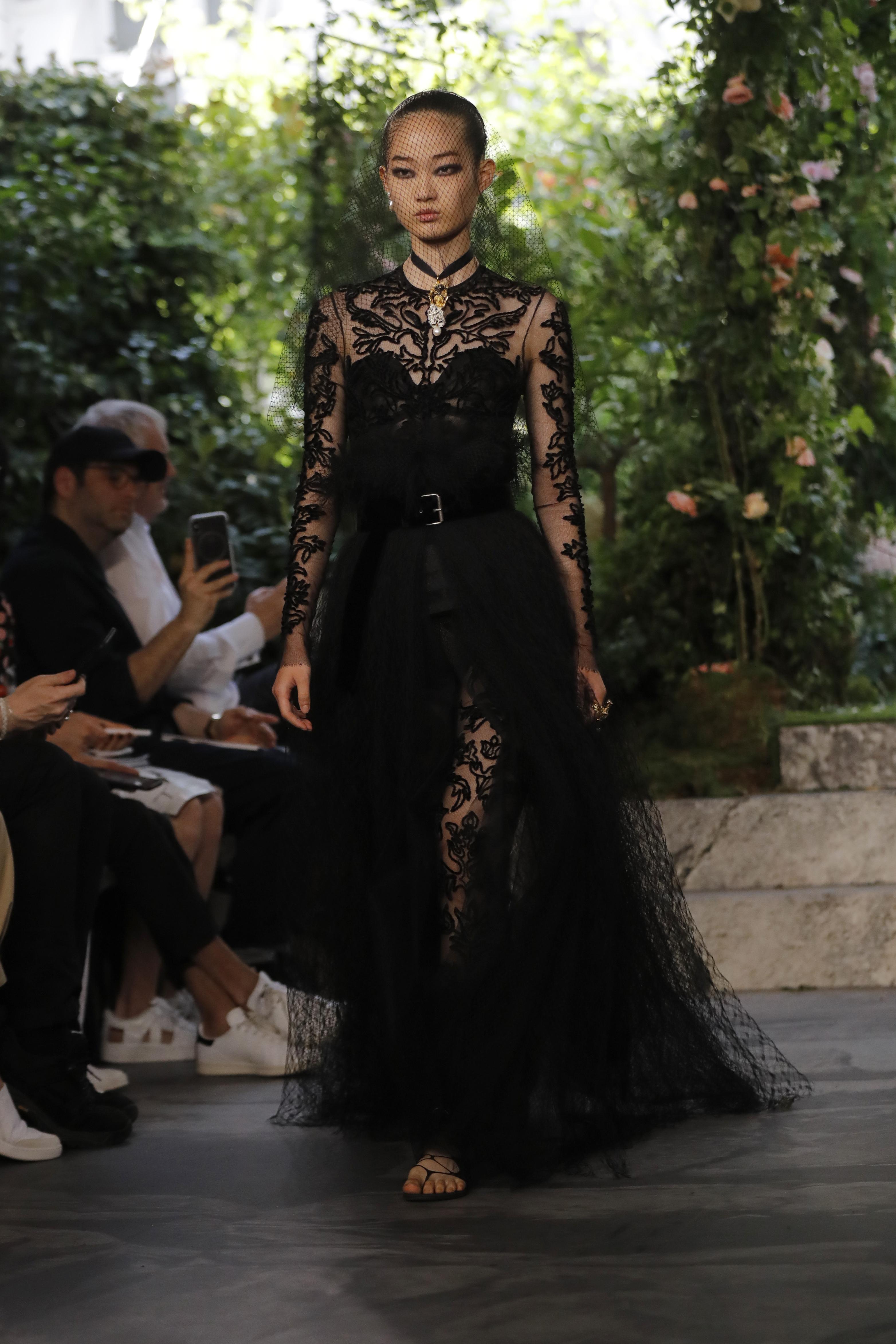 Las actrices Gal Gador, Shailene Woodley y Elisabeth Moss asistieron al evento. Así como Priyanka Chopra acompañada de Nick Jonas. (AP)
