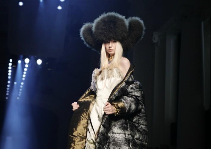"""La """"mujer Gaultier"""", según indicó el diseñador, es una persona """"fuerte, con cabeza y ganas, que toma el poder"""". (EFE)"""