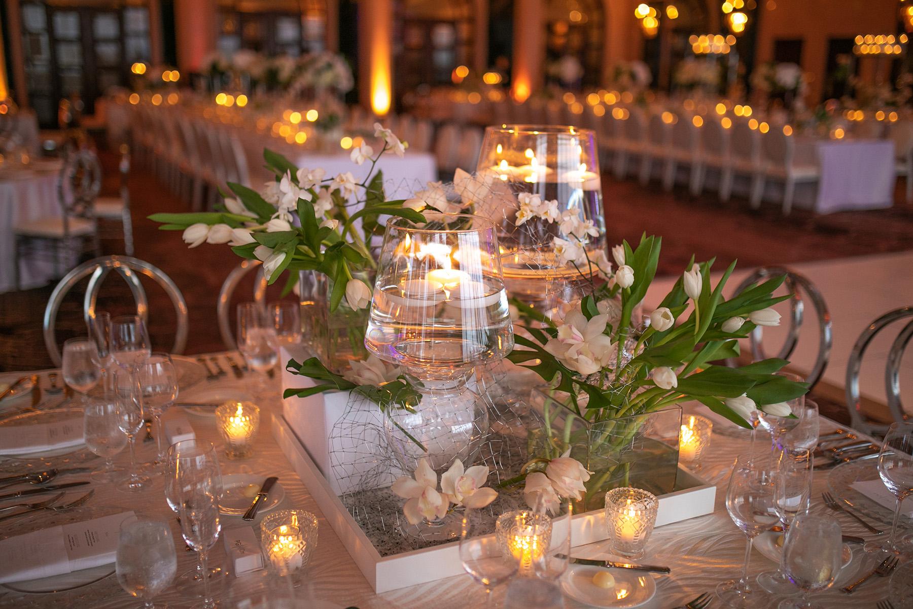 La ambientación con velas creó un ambiente acogedor. Las invitaciones fueron de Invitation House. Foto Wilo Rosado.