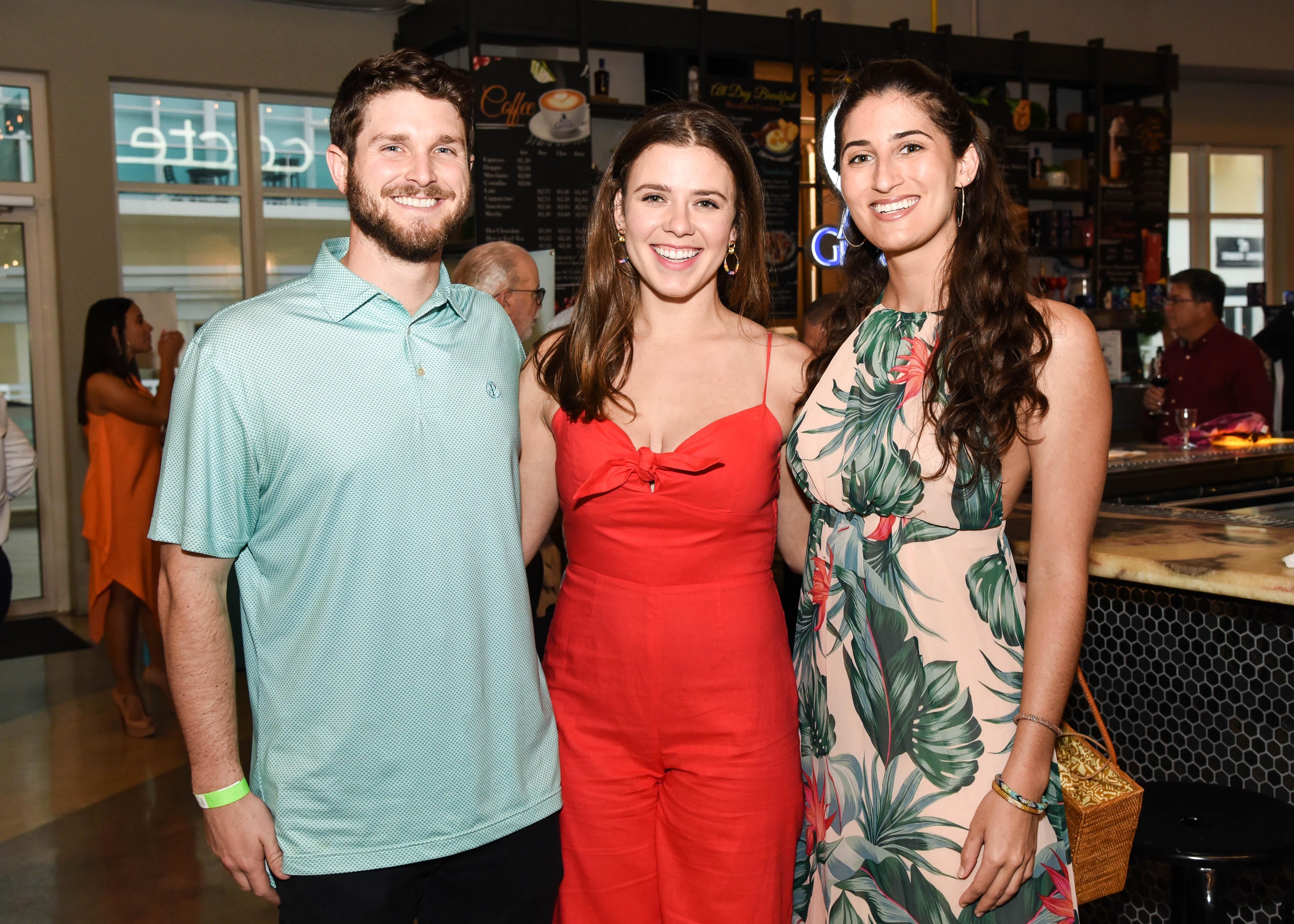 Jay Aichelman, Katie O' Drobinak y Gabby Gostigian. (Enid M. Salgado Mercado)