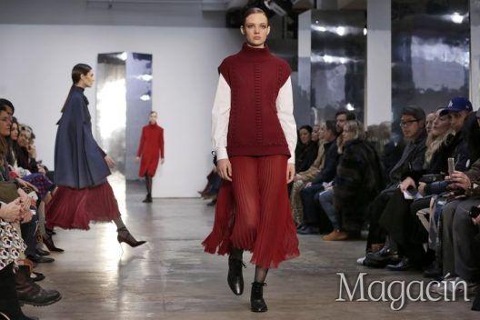 Modelos recorren la pasarela durante el desfile de Carolina Herrera en la Semana de la Moda de Nueva York.
