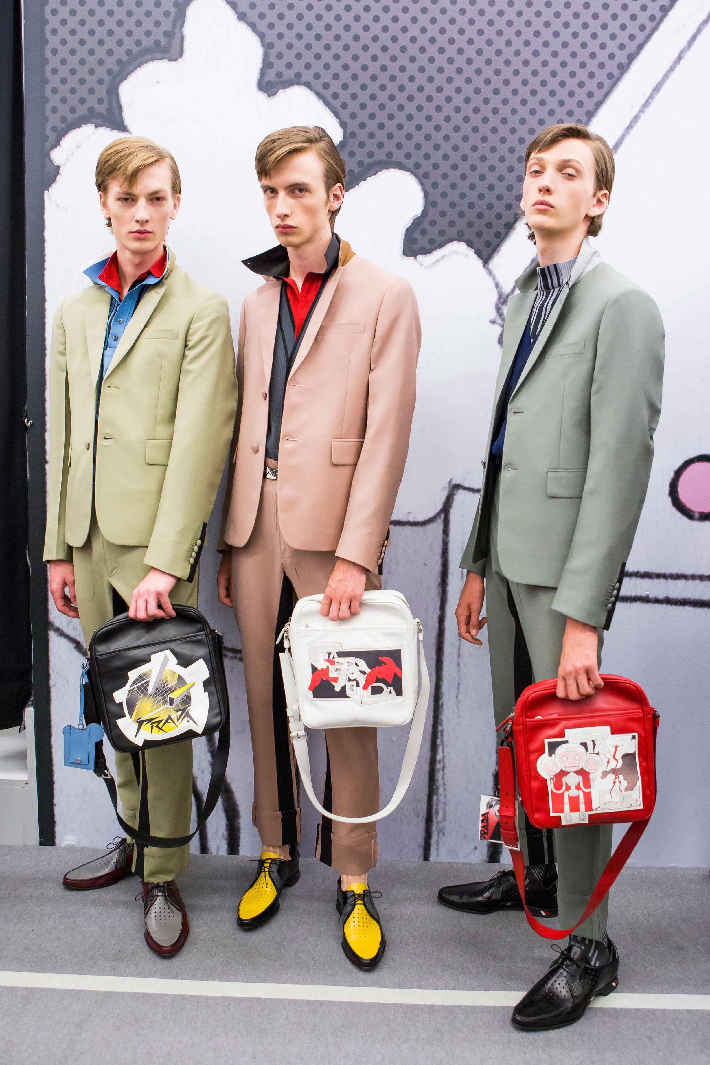 Los bolsos con estampados en cómics, uno de los fetiches de Prada. Foto: WGSN.