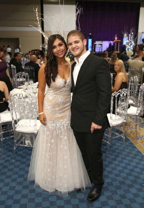 Carolina Juan y Sebastián Ríos, en el prom de la Academia Ponce Interamericana.