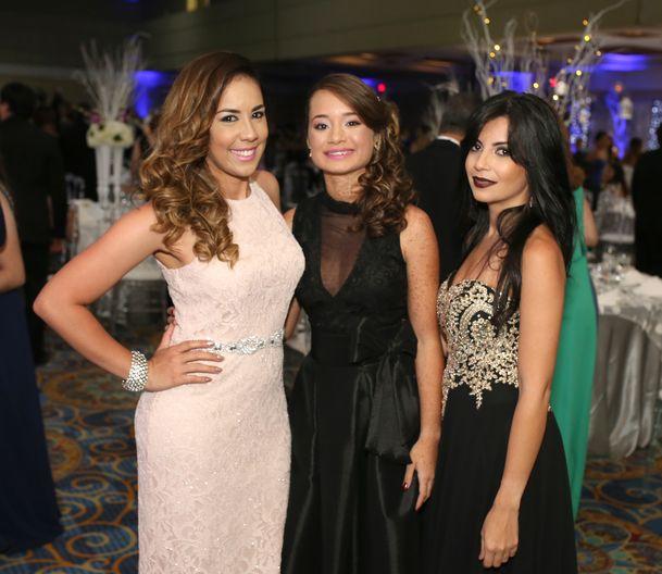 Frances Pacheco, Carled Arguelles y Francheska Ortiz, en el prom de la Academia Ponce Interamericana.