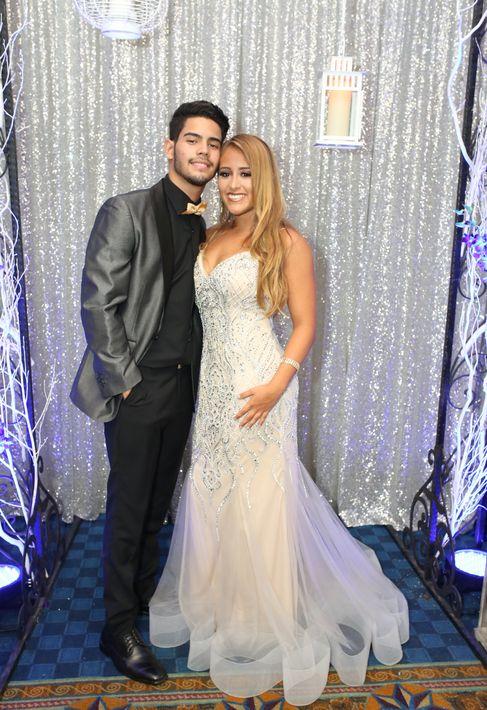 Alanis Báez y Tristan Soto, en el prom de la Academia Ponce Interamericana.