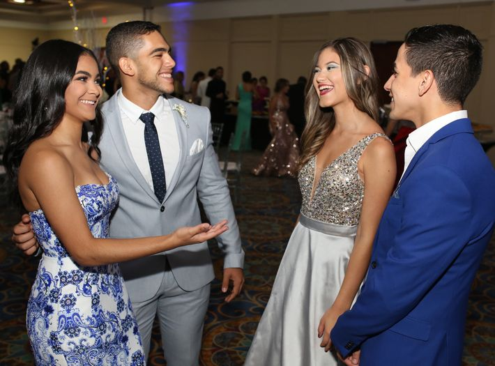 Julmarie Soto, Elisamuel Sosa, Madianis Tristani y Gabriel Vicenti, en el prom de la Academia Ponce Interamericana.