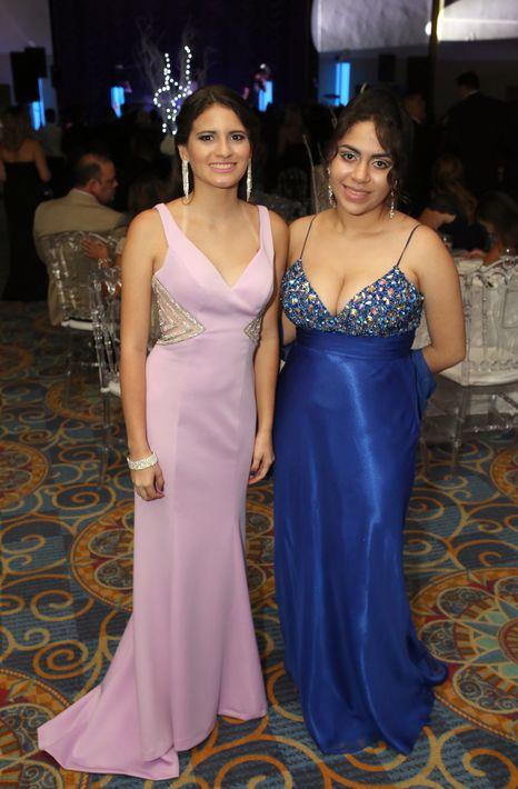 Valeria Del Toro y Rebecca Candelario, en el prom de la Academia Ponce Interamericana.