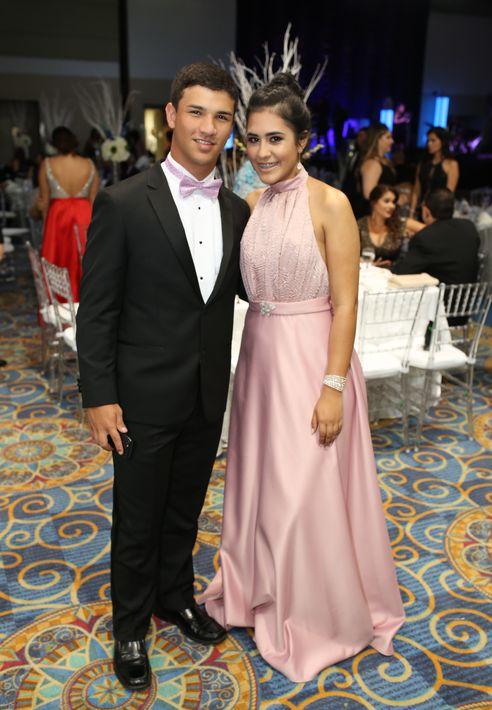 José Guadalupe y María Gabriela González, en el prom de la Academia Ponce Interamericana.
