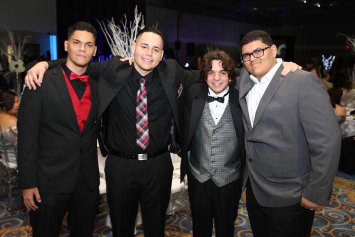 Germaine Aponte, Brian Jiménez, José Blanco y Carlos Hernández, en el prom de la Academia Ponce Interamericana.