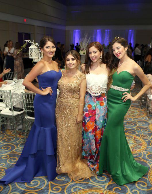 Aliettej Hernández, Micaela Ruíz, Iwanna Martínez y Valeria Martínez, en el prom de la Academia Ponce Interamericana.