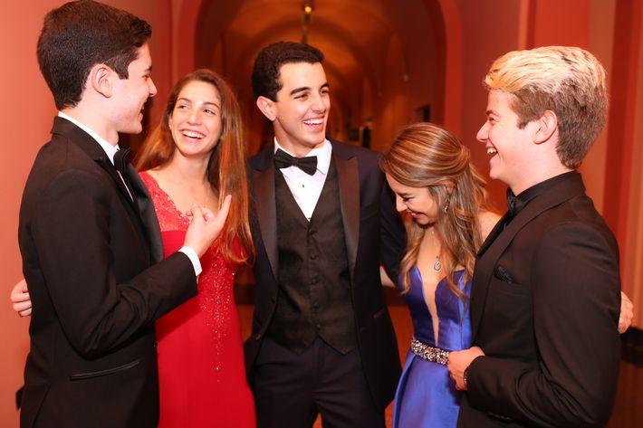 Diego Salinas, Erica Fuste, Julio Correa, Estefanía Torres y Miguel Olmedo, en el Senior Prom de Baldwin School.