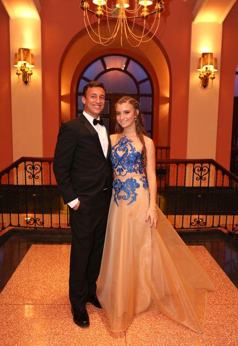 Christian Rosado y Alana Quintero, en el Senior Prom de Baldwin School.