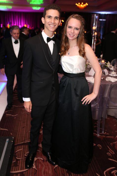 Alberto Berríos y Andrea Rodríguez, en el Senior Prom de Baldwin School.