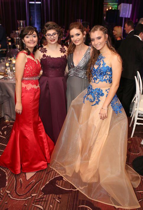 María Gabriela Blanco, Rebecca Cabanillas, Bettina Iglesias y Alana Quintero, en el Senior Prom de Baldwin School.