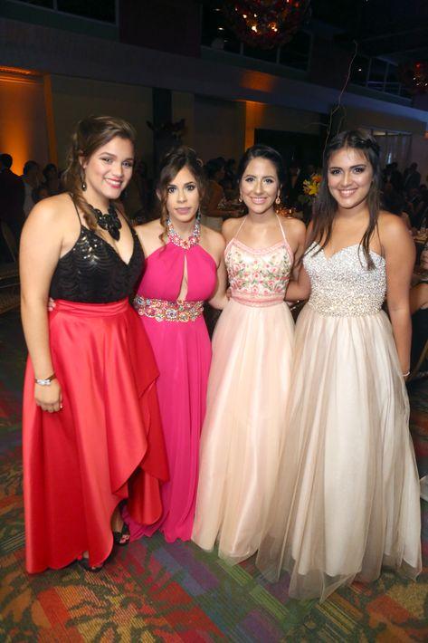 Adilen Soto, Fabiola Rodríguez, Kidianys Sánchez e Indys Rosario, en el Prom del Colegio de la Inmaculada.