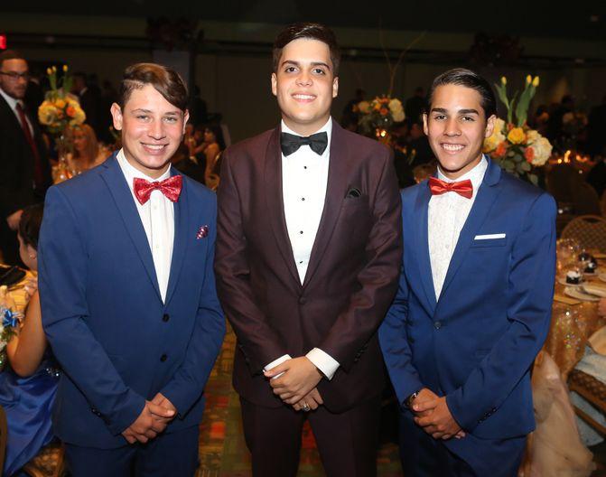Héctor Albelo, Christopher Laureano y Alejandro Albelo, en el Prom del Colegio de la Inmaculada.