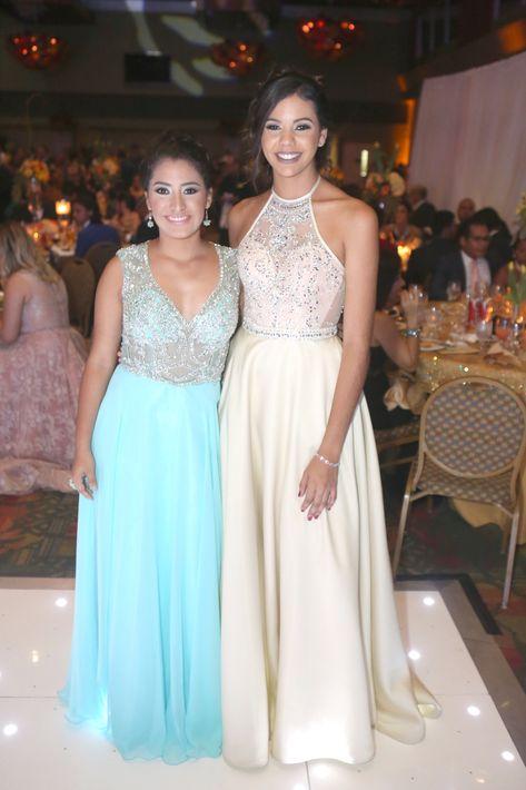 Astrid Mejías y Alondra González, en el Prom del Colegio de la Inmaculada.