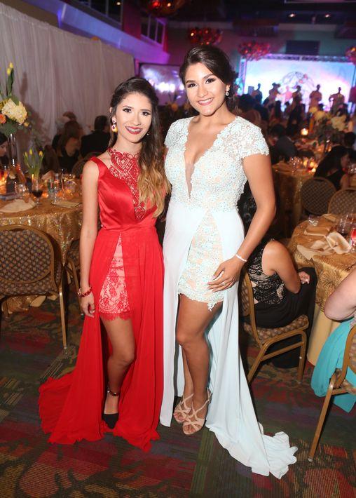 Paola Morales y Alondra Galindez, en el Prom del Colegio de la Inmaculada.