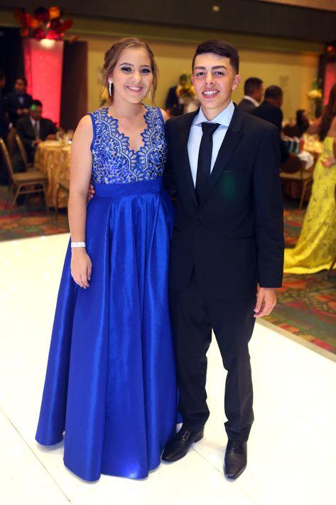 Paola Rivera y Héctor Fortis, en el Prom del Colegio de la Inmaculada.