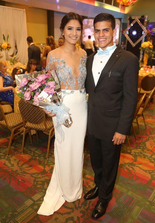 Sarelys Rivera y Luis Muñiz, en el Prom del Colegio de la Inmaculada.