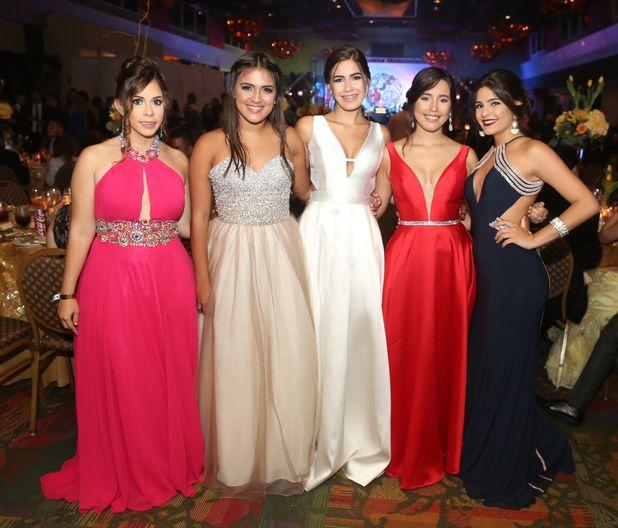 Fabiola Rodríguez, Indys Rosario, Gabriela Torres, Gabriela Martínez y Sifmar Rodríguez, en el Prom del Colegio de la Inmaculada.