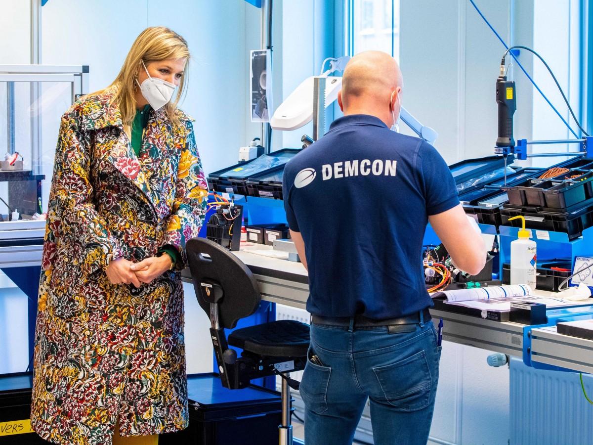 Maxima de Holanda de ha mantenido activa desde su despacho en el Palacio de Huis ten Bosch, pero también ha sacado tiempo para visitar una fábrica de respiradores para los pacientes de las UCI, tecnología vital en estos momentos. (Archivo)