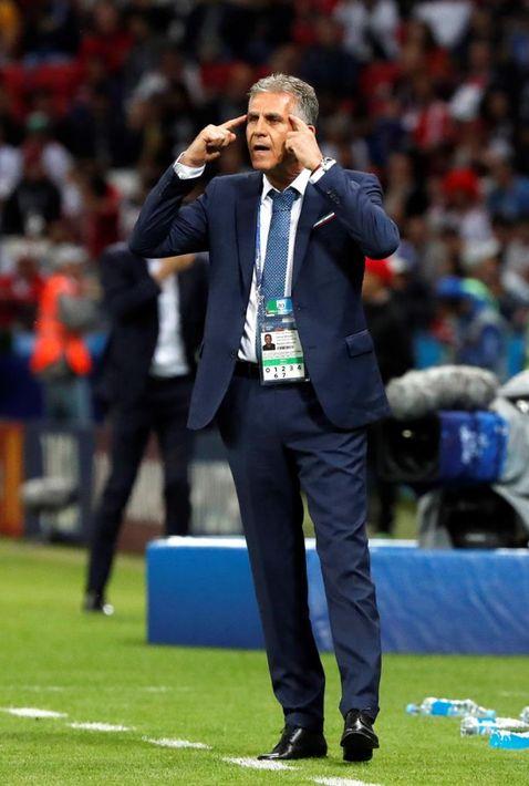 El entrenador de Irán, Carlos Queiroz, también optó por un estilo más formal y elegante. (EFE)