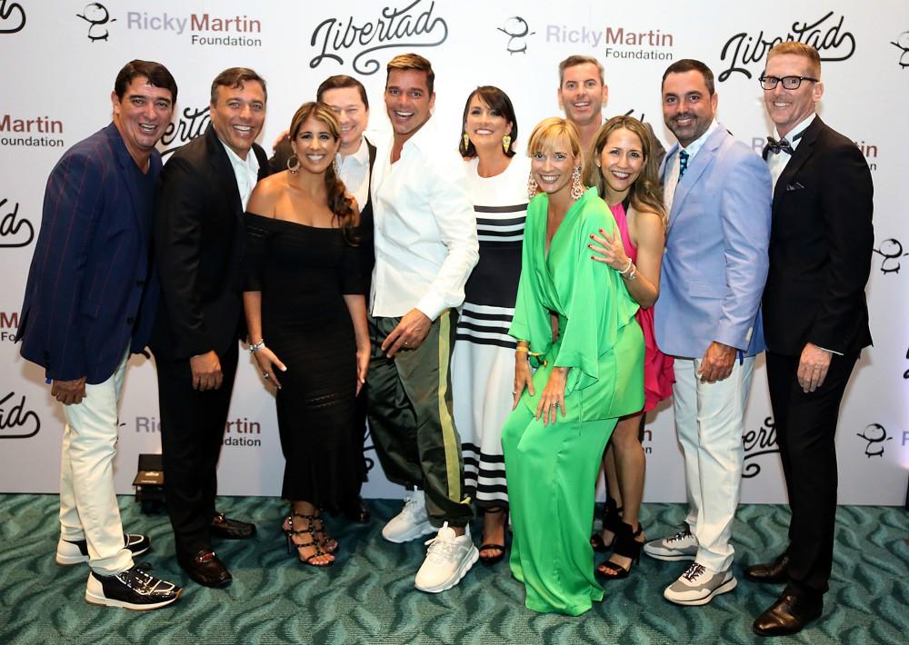 Ricky Martin tuvo la oportunidad de compartir con los invitados. En la foto, la Junta de Directores de la Fundación Ricky Martin. (José Rafael Pérez Centeno)
