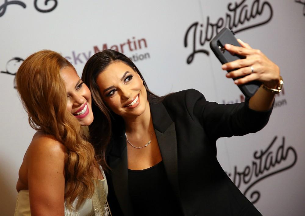 La fiesta contó con la participación de Eva Longoria, amiga del cantante. En la foto, junto a Gil López. (José Rafael Pérez Centeno)