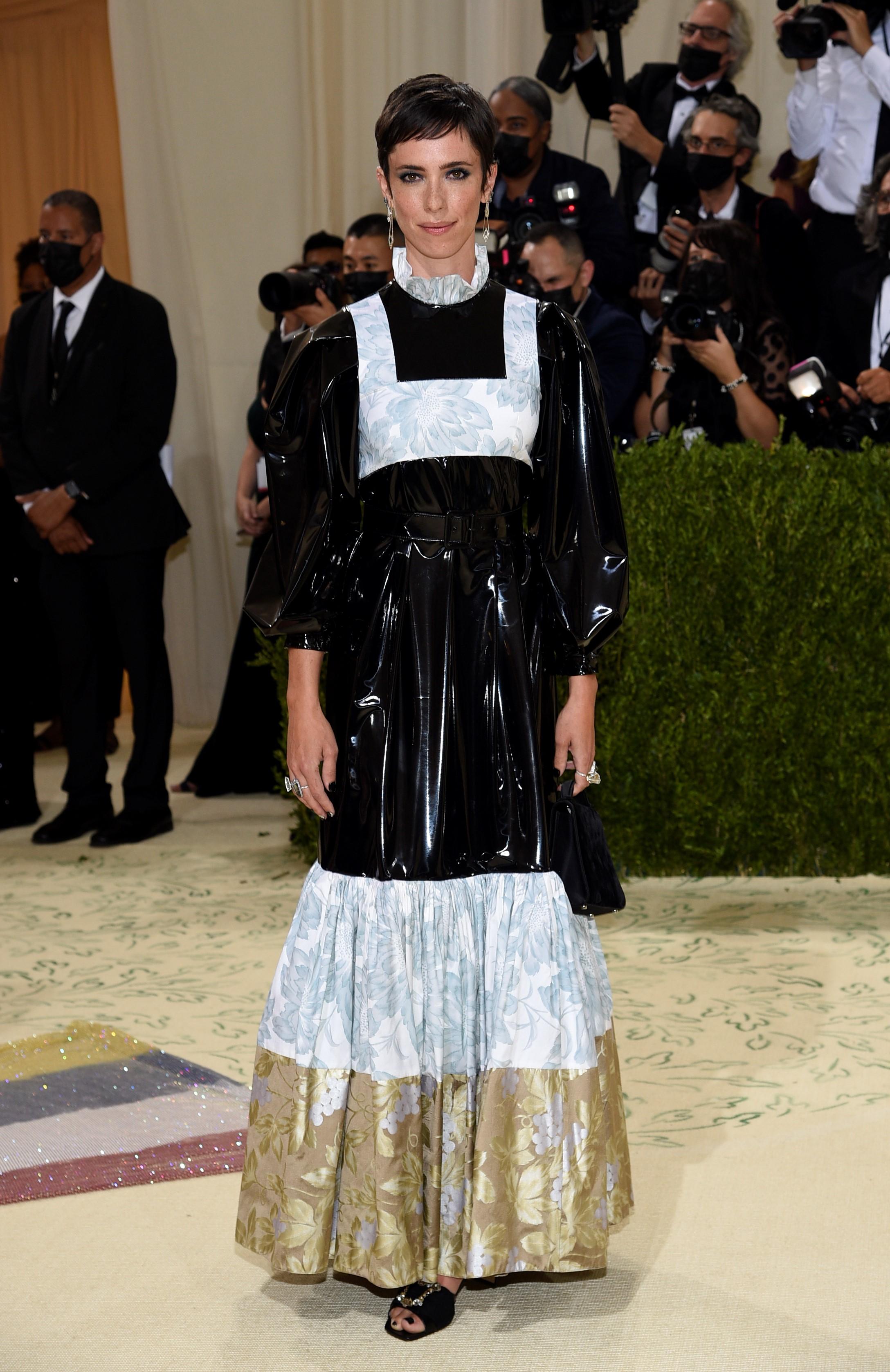 Rebecca Hall en un modelo de Louis Vuitton.