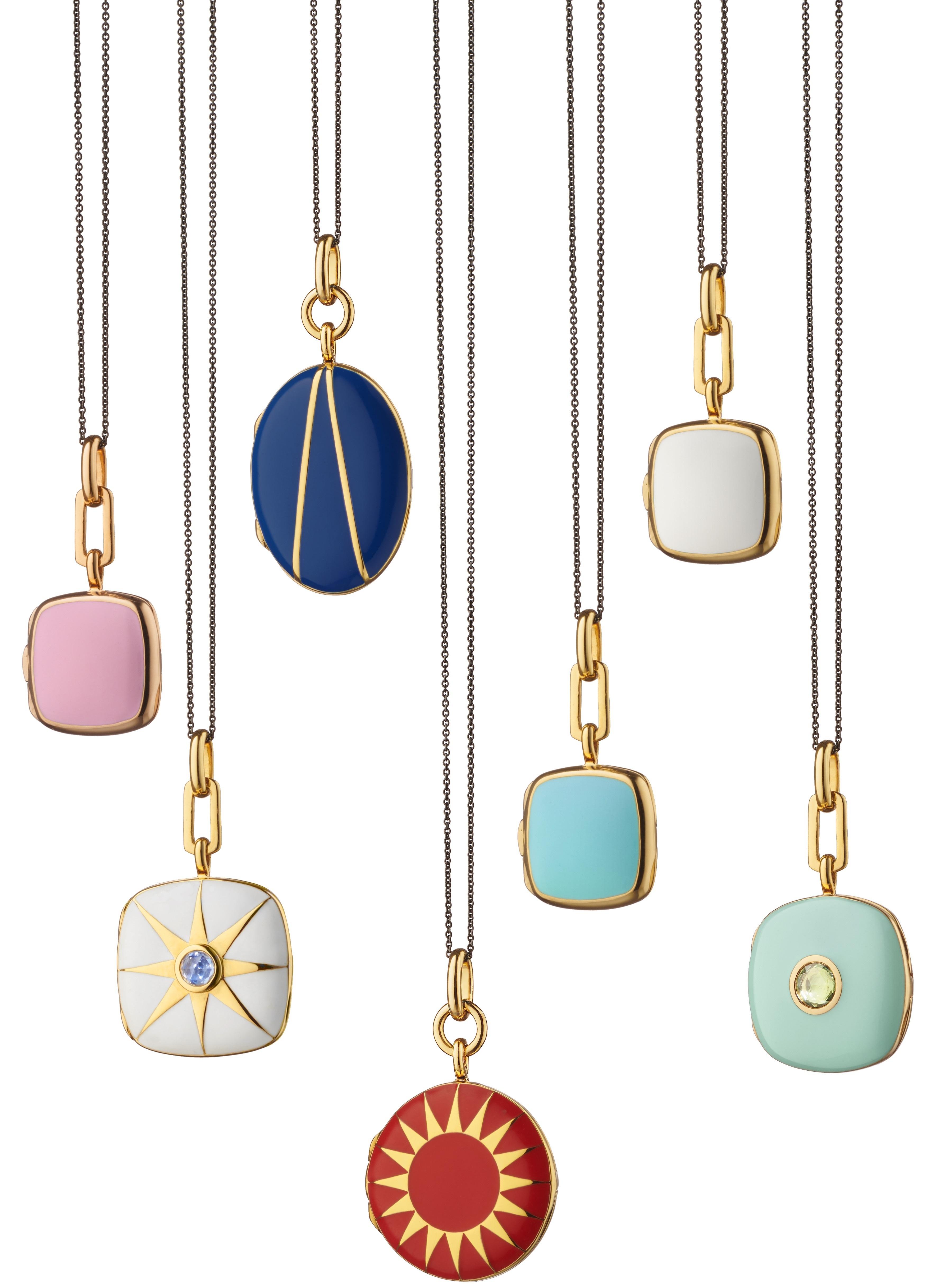 Cadenas  con relicarios de la diseñadora Monica Rich Kosann, de Reinhold Jewelers.