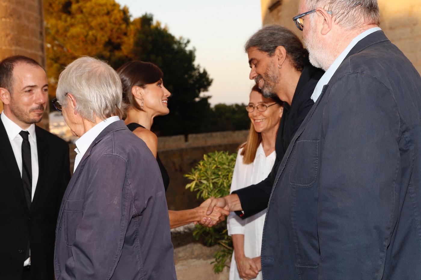 Letizia junto al director de cine español, Fernando León. (Casa de S.M. el Rey)