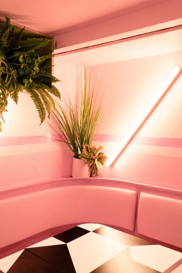 Otra esquina rosada para las plantas de tu hogar, inspiradas en el restaurante Pietro Nolita de Nueva York. Foto WGSN.